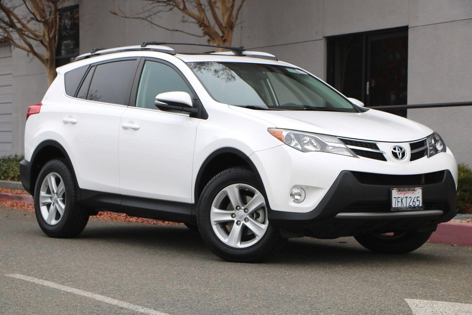 Pre-Owned 2013 Toyota RAV4 AWD 4dr XLE